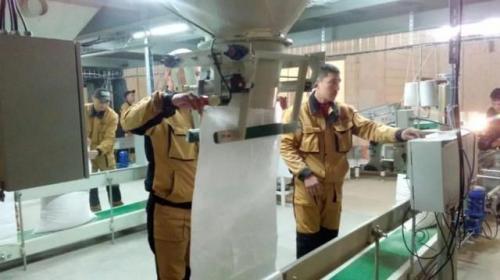 中國人幫建哈薩克斯坦最大的飼料廠
